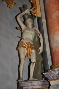 Die Sebastiansfigur in der Pfarrkirche St. Peter und Paul auf der linken Seite des Hauptaltars. (Foto: Markus Bauer)