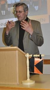 Kichenpfleger Josef Hauser bei seinen Ausführungen über die Sanierung des Pfarr- und Jugendheimes. (Foto: Markus Bauer)