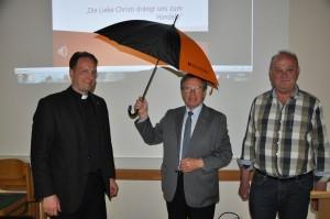 Kolpingdiözesanpräses Stefan Wissel, Schirmherr Hermann Laßleben, Festausschussvorsitzender Walter Liedtke. (Foto: Markus Bauer)