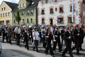 Die Bruderschaftsstäbe (die ersten 40) bei ihrer Premiere an Fronleichnam 2011.