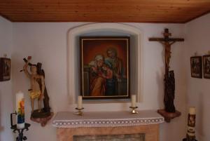 Blick in die Anna-Kapelle von Rufenried mit dem Bild der Gottesmutter Maria und ihrer Eltern Anna un Joachim. (Fotos: Markus Bauer)
