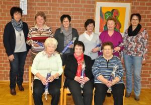 Die sieben anwesenden Jubilare mit Brigitte Pretzl (rechts) und Gunda Meierhofer (links) vom Vorstandsteam. Fotos: Markus Bauer