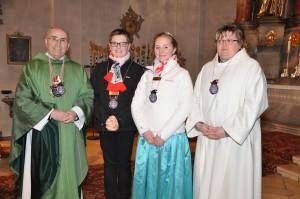 Pfarrer Georg Dunst, das Kinderprinzenpaar Lukas I. und Frauke I. sowie Gabi Koller. (Fotos: Markus Bauer)