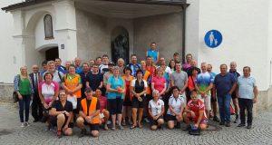 Die Pilgergruppe nach dem Gottesdienst vor dem Bruder-Konrad-Brunnen. Foto: privat