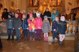 Hier der Kinderchor der Pfarrei St. Peter und Paul bei seinem Auftritt, in den weiteren Fotos einige der weiteren Mitwirkenden. Fotos: Markus Bauer