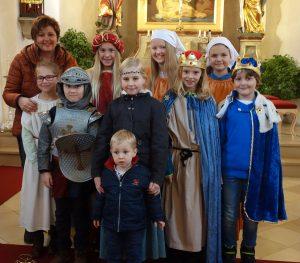 Der Kinderchor der Pfarrei St. Martin mit Chorleiterin Barbara Wittmann.